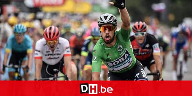 TOPSHOT - Slovakia's Peter Sagan, wearing the best sprinter's green jersey, celebrates as he crosses the finish line to win the 13th stage of the 105th edition of the Tour de France cycling race, between Le Bourg-d'Oisans and Valence, on July 20, 2018. / AFP PHOTO / Jeff PACHOUD