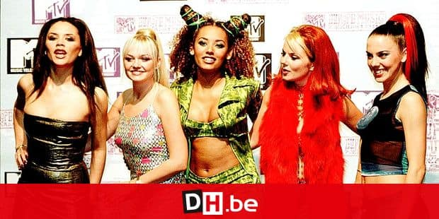"""British all-girls group """"Spice Girls"""" members Victoria, Emma, Mel B., Geri and Mel C. (L to R) pose backstage at the MTV """"European Music Award"""" ceremony in Rotterdam, late 06 November evening 1997. The """"Spice Girls"""" were preseted with the award for the """"Best Group"""". === UK OUT ==="""