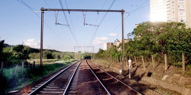 Un jeune de 27 ans meurt sur le coup, renversé par un train à Berchem-Sainte-Agathe - La DH