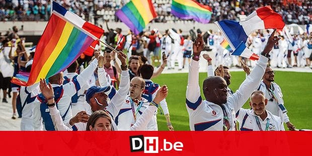 Participants of the French team march onto the field during the opening ceremony of the 2018 Gay Games edition at the Jean Bouin Stadium in Paris on August 4, 2018. French capital, Paris, hosts the Gay Games from August 4 to 12, 2018, bringing together participants from around the world for a week of sport and culture in a carnival atmosphere. Six years before hosting the 2024 Olympic Games, Paris will welcome more than 10,000 participants from 90 countries around the world, including some where homosexuality is illegal or repressed. / AFP PHOTO / Lucas Barioulet