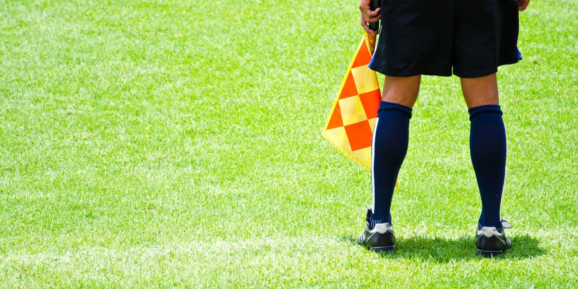 """Le difficile statut d'arbitre au sein du foot amateur: """"On m'a coursé après quatre cartons rouges"""", """"on m'a insulté devant ma mère"""""""