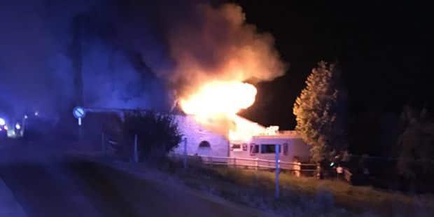 Incendie à Grez: Une dame sauvée de son balcon par la police, son chaton secouru du toit - La DH