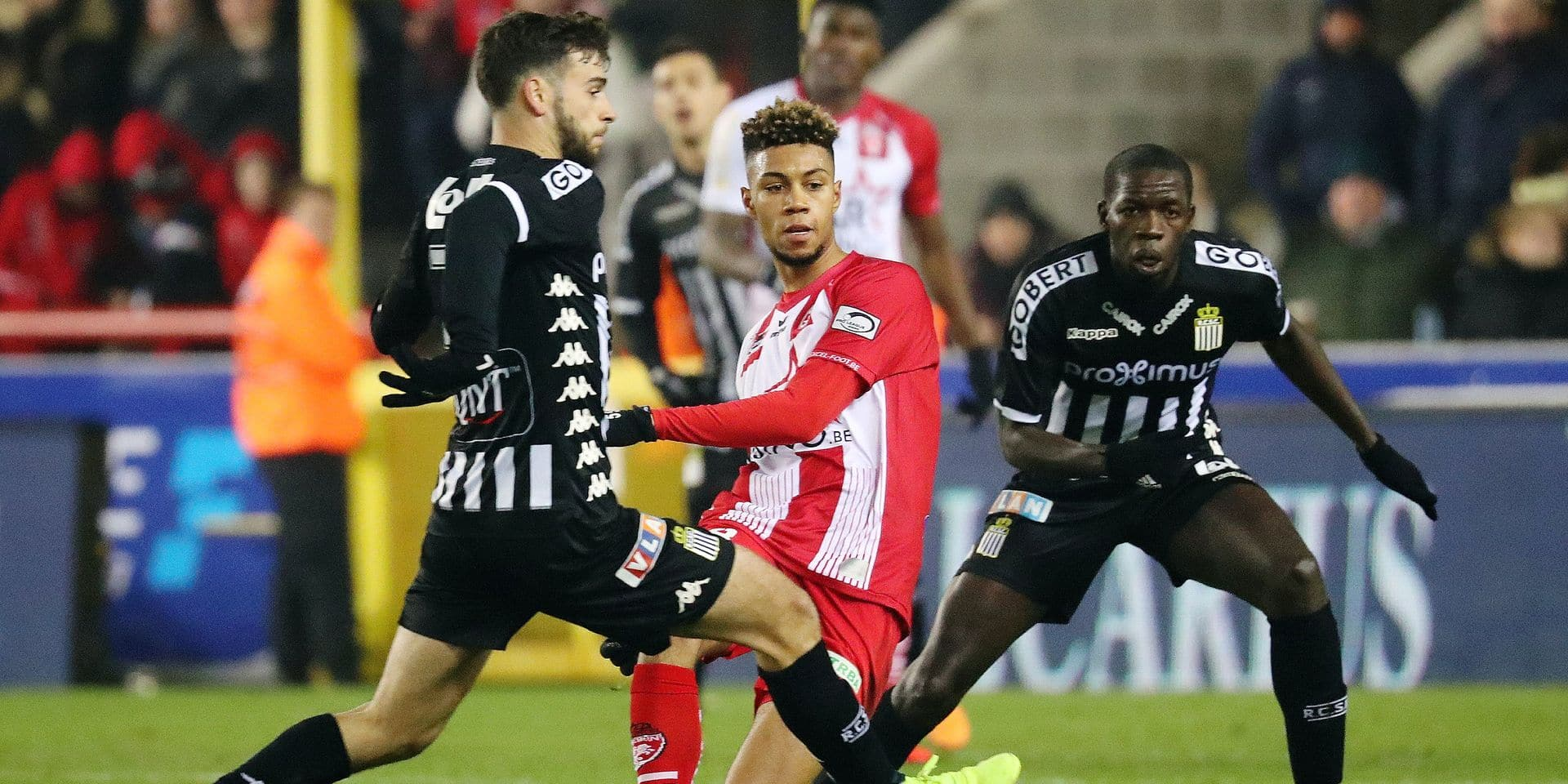 Mouscron's Sidney Friede and Charleroi's Cristophe Diandy fight for the ball during a soccer match between Royal Excel Mouscron and Sporting Charleroi, Friday 01 February 2019 in Mouscron, on day 24th of the 'Jupiler Pro League' Belgian soccer championship season 2018-2019. BELGA PHOTO VIRGINIE LEFOUR
