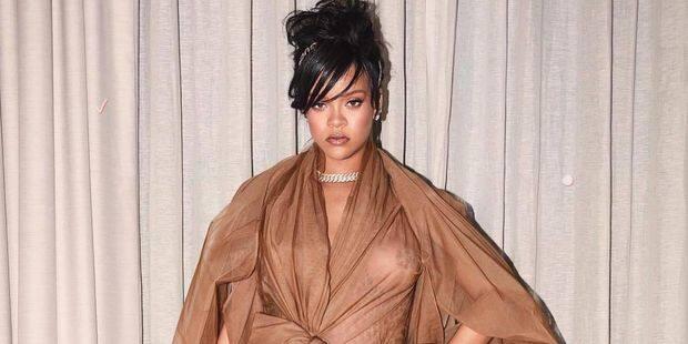 Amour au présent et au passé: Rihanna se confie sur sa relation actuelle et Drake dans le Vogue US - La DH