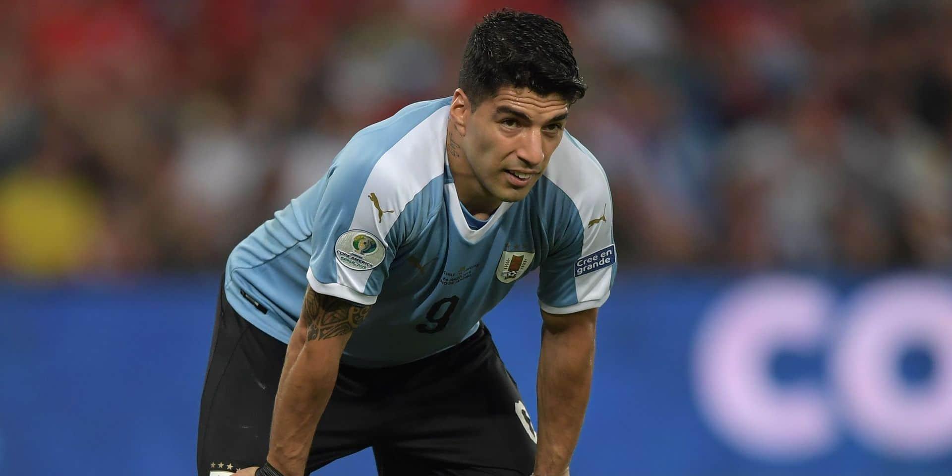 A la Copa America, Luis Suarez demande un penalty après une main...du gardien !