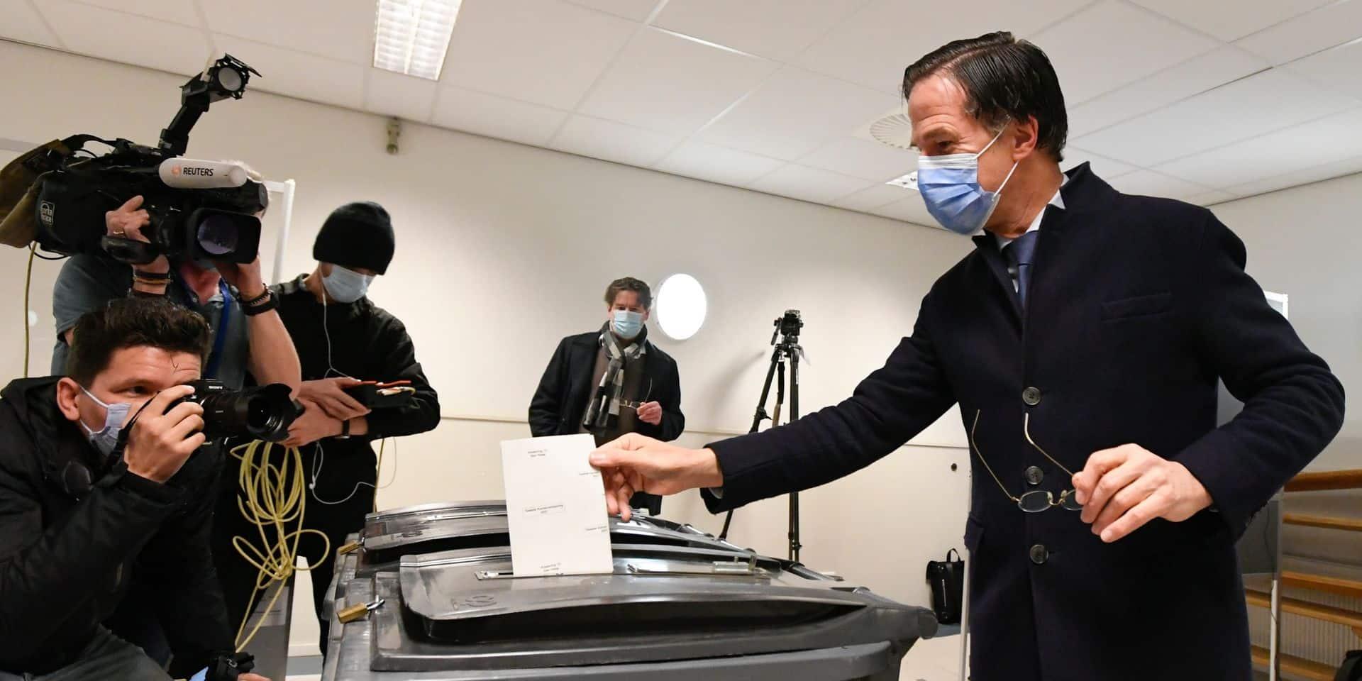 Pays-Bas: le Premier ministre libéral Rutte remporte les législatives