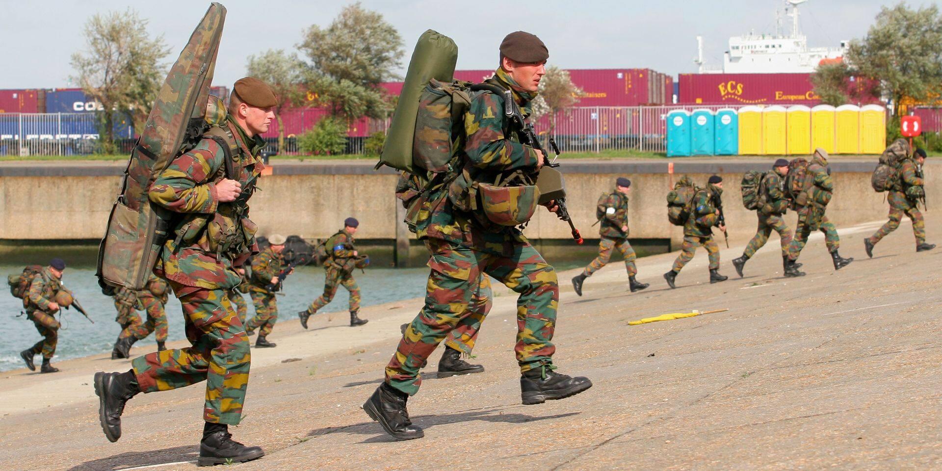 Des soldats belges en mission en Estonie avec des cagoules datant de... la guerre de Corée!