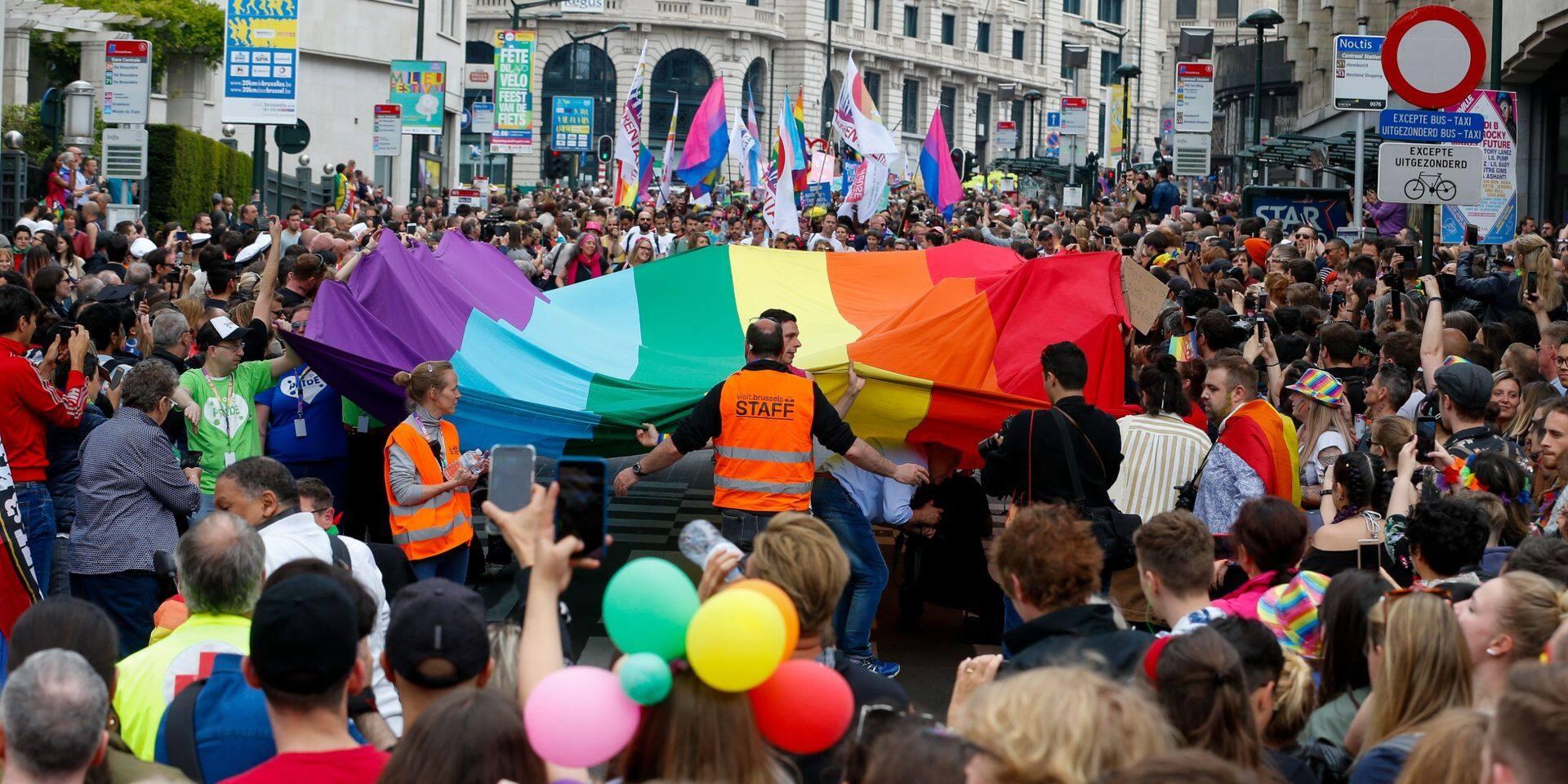 Un nouveau guide pour les jeunes LGBT