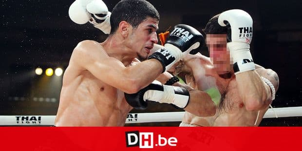 epa02305680 Belgium's Youssef Boughanem (L) hits an elbow to Australia's Jason Lea (R) during their Thai boxing match of Thai fight tournament at Indoor Stadium Huamark in Bangkok, Thailand, 29 August 2010. Boughanem beats Lea in the Thai Fight, Muay Thai tournament featuring Thai boxing champs from 16 countries to compete for the title. EPA/RUNGROJ YONGRIT