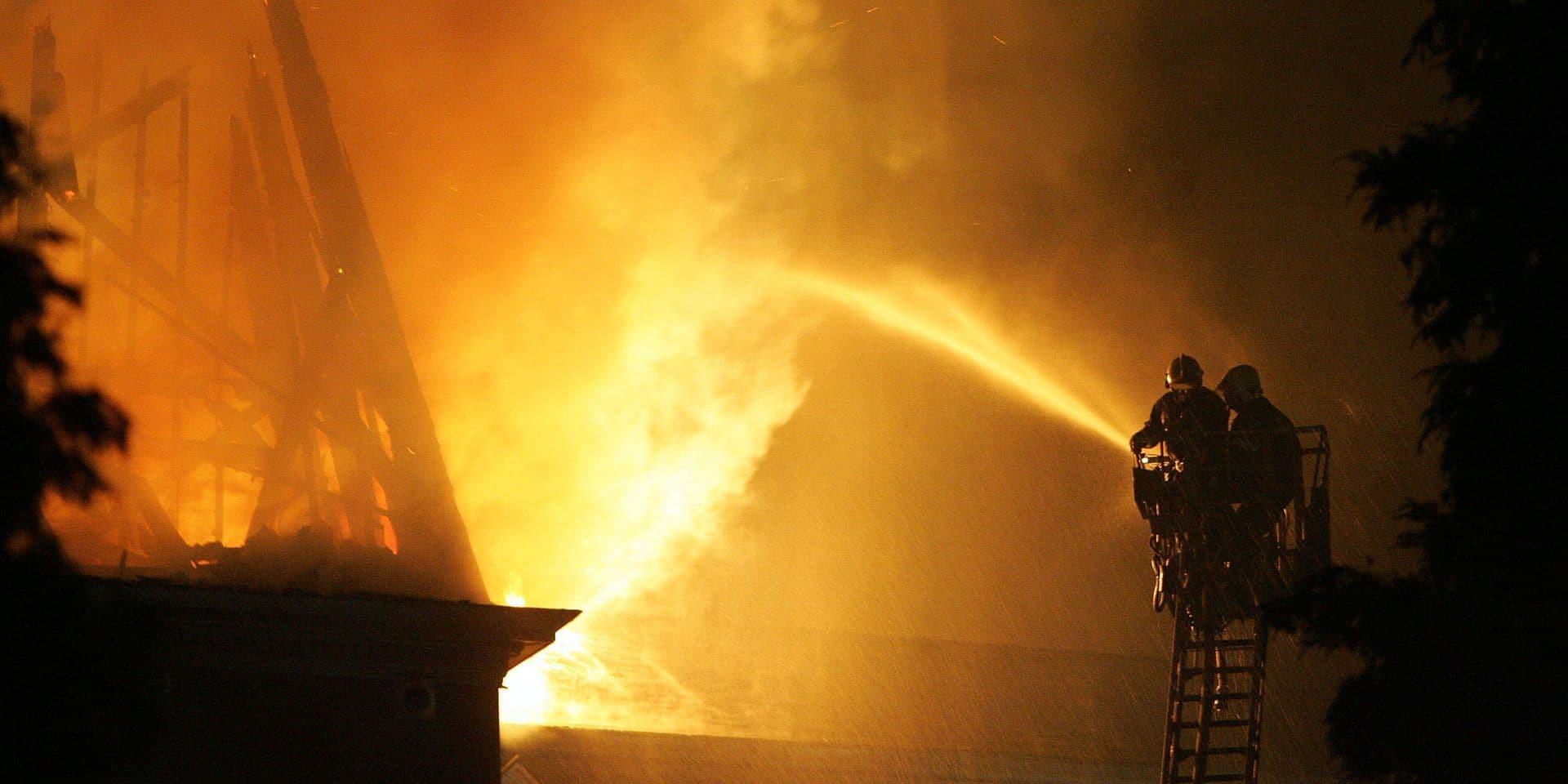 Incendie suspect dans un ancien bâtiment industriel à Lessines