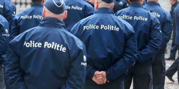 """Plus de 20.000 policiers crient leur colère sur Facebook: """"Le gouvernement pousse le bouchon trop loin. Nos limites sont..."""
