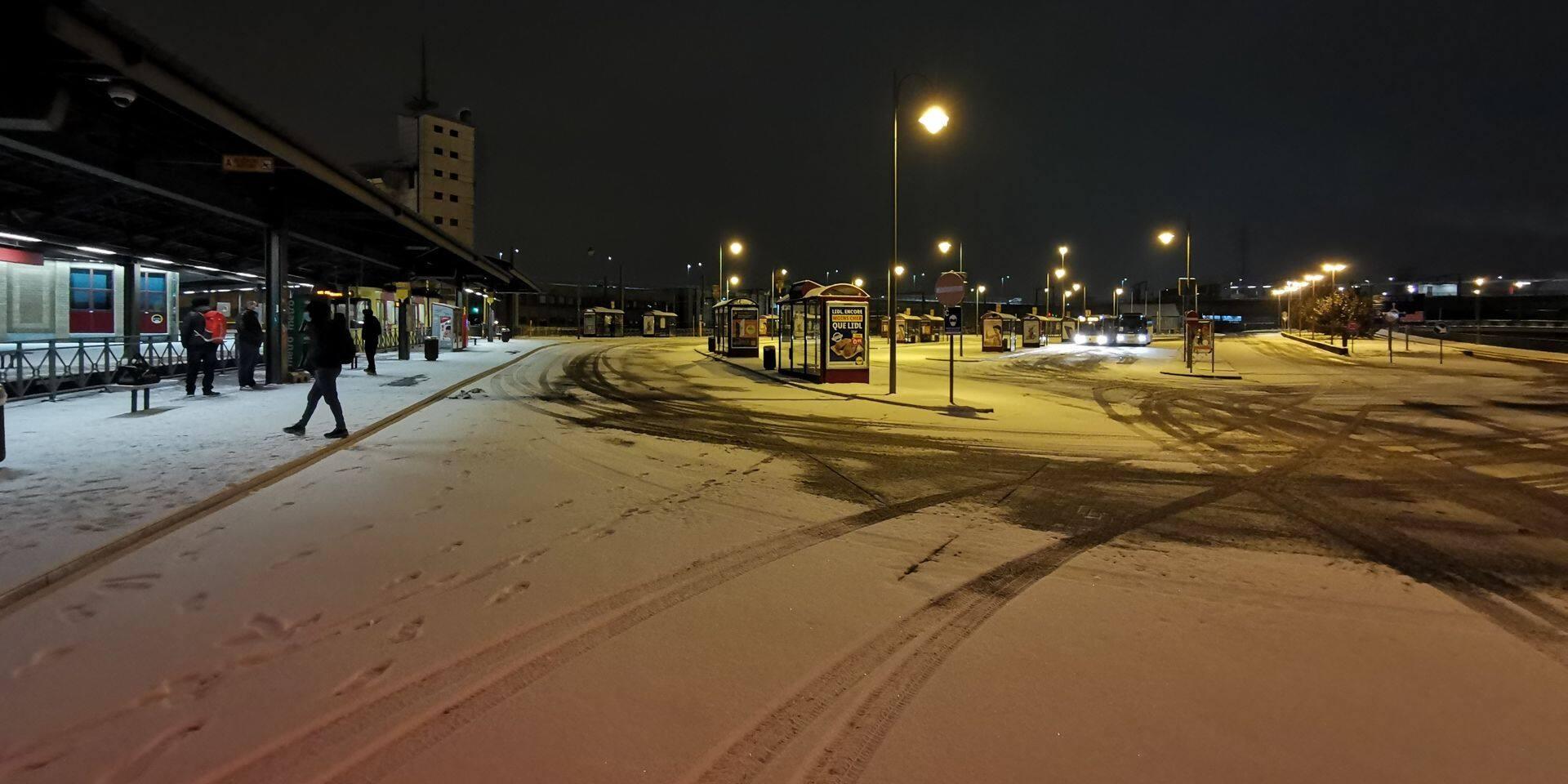 Neige et TEC Charleroi: aucun bus ne roule!