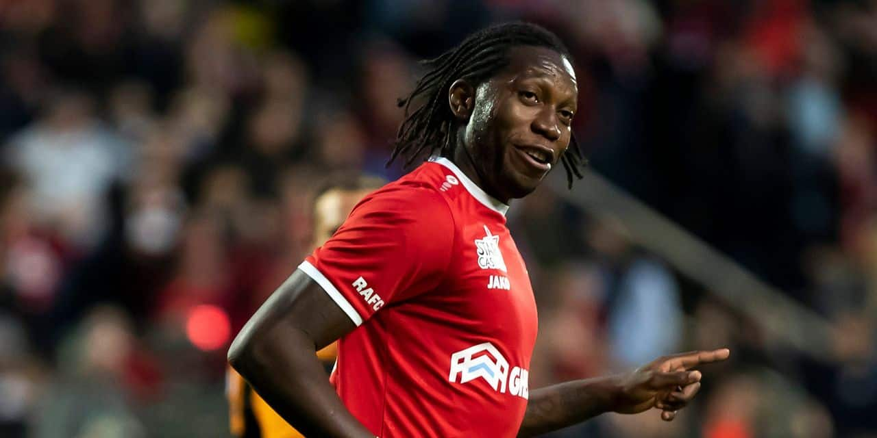 Antwerp's Dieudonne Mbokani Bezua celebrates after scoring during a soccer match between Royal Antwerp FC and Standard de Liege, Friday 26 April 2019 in Antwerp, on day 6 (out of 10) of the Play-off 1 of the 'Jupiler Pro League' Belgian soccer championship. BELGA PHOTO KRISTOF VAN ACCOM