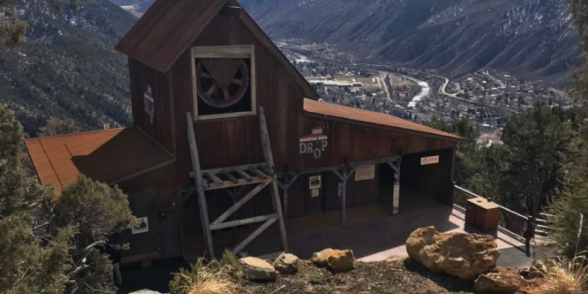 Une fillette de 6 ans meurt en tombant d'une attraction spectaculaire de 33m de haut