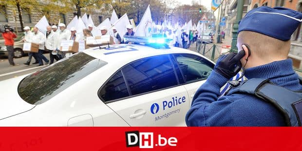 20141023 - BRUSSELS, BELGIUM: Illustration picture shows a strike of the Federal Police to protest against retirement plan reforms, Thursday 23 October 2014 in Brussels. BELGA PHOTO ERIC LALMAND