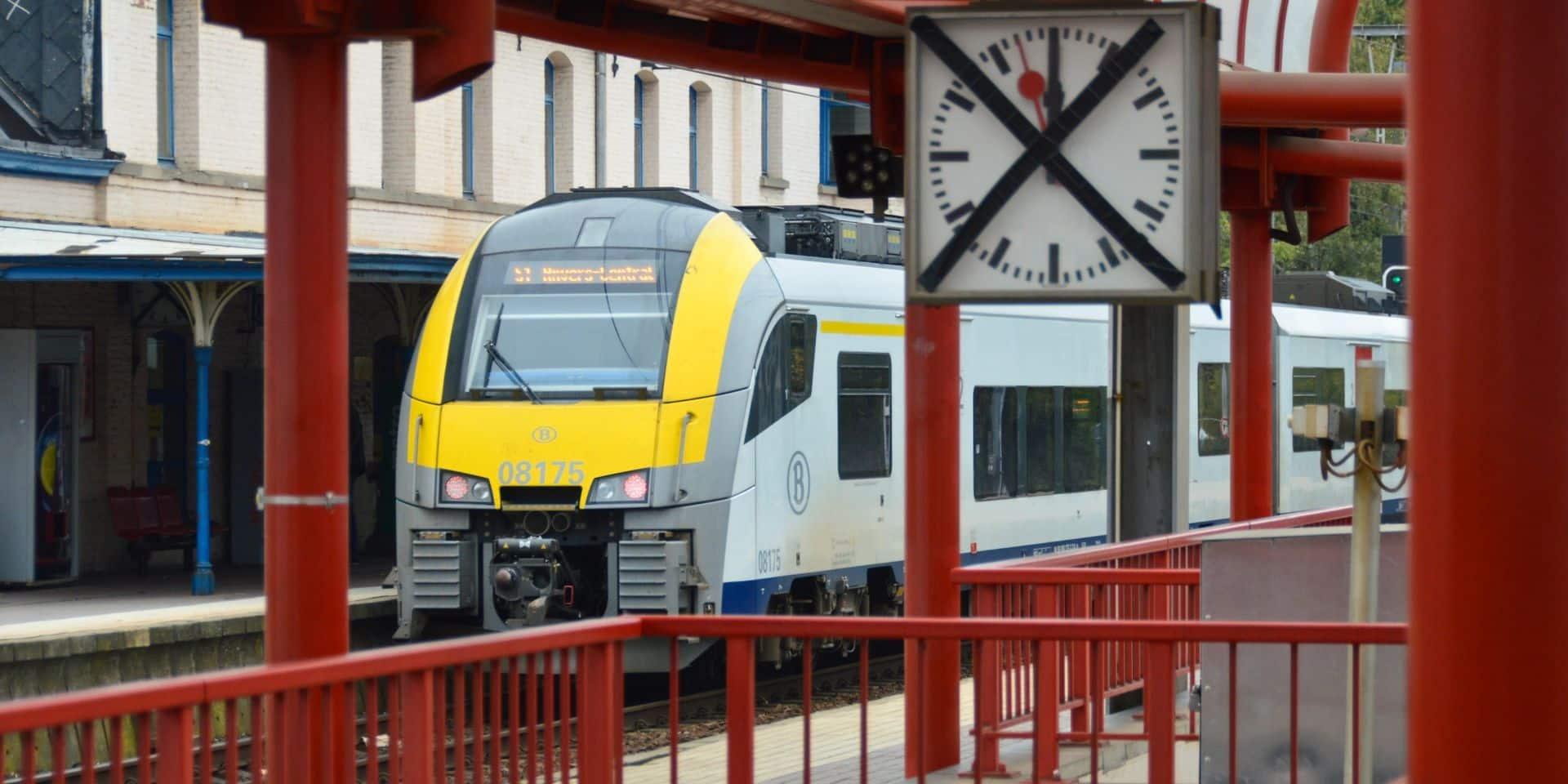 Le trafic ferroviaire interrompu entre Bruxelles-Midi et Braine-l'Alleud, une personne percutée sur les voies