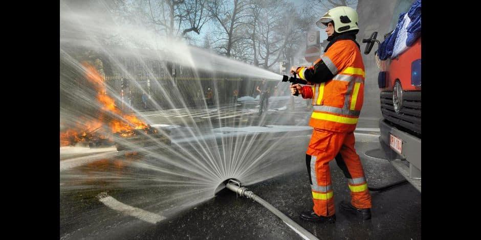 Un immeuble à appartements détruit par un incendie à Ciney et deux personnes intoxiquées
