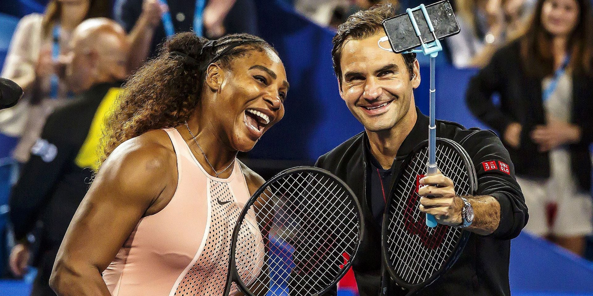 Serena Williams of the US (L) and Roger Federer of Switzerland (R) take a selfie after winning their mixed doubles match on day four of the Hopman Cup tennis tournament in Perth January 1, 2019. (Photo by TONY ASHBY / AFP) / -- IMAGE RESTRICTED TO EDITORIAL USE - STRICTLY NO COMMERCIAL USE --