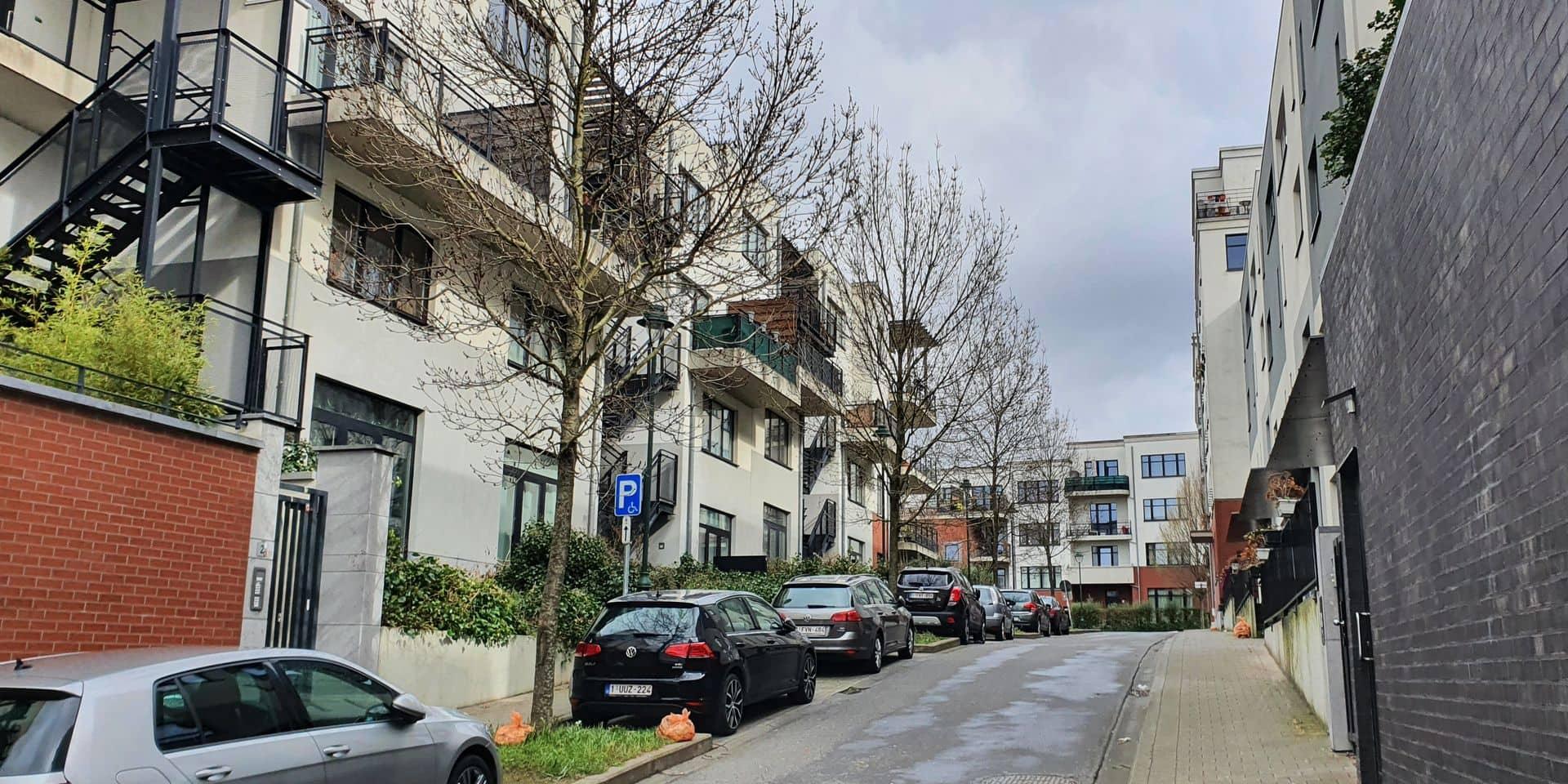 Plusieurs quartiers neufs redessinent le centre de la commune, comme, ici, rue Hippolyte Vervack, en direction de la rue Toots Thielemans.