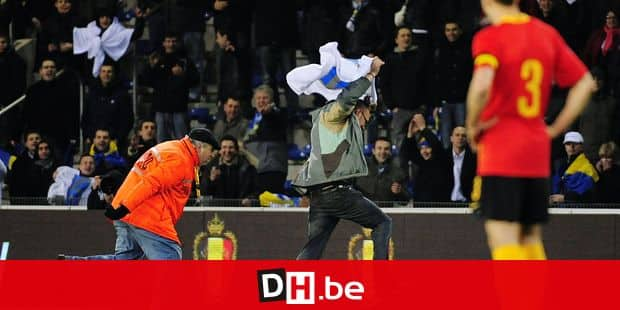 20090328 - GENK, BELGIUM: A steward chases a Bosnian fan that ran onto the field during the soccer World Cup 2010 qualification game Belgium vs Bosnia-Herzegovina on Saturday 28 March 2009 in Genk, Belgium. Bosnia defeated Belgium 2-4. BELGA PHOTO ERIC LALMAND - YORICK JANSENS - MICHEL KRAKOWSKI