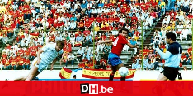 19862206 - PUEBLA, MEXICO : This File picture shows Belgian Team Captain Jan Ceulemans (L) with Spain defender Ricardo Gallego (C) and goalkeeper Andoni Zubizarreta (R) as he scores first goal during Mexico World Cup 86 quarter final game versus Spain in Estadio Cuauhtemoc, Puebla on June 22, 1986. Belgium winned the game by 1-1 (4-5 penalties).