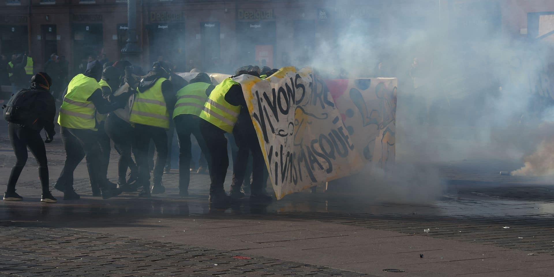 """Gilets jaunes: 3 photographes disent avoir été """"délibérément"""" visés par la police à Toulouse"""