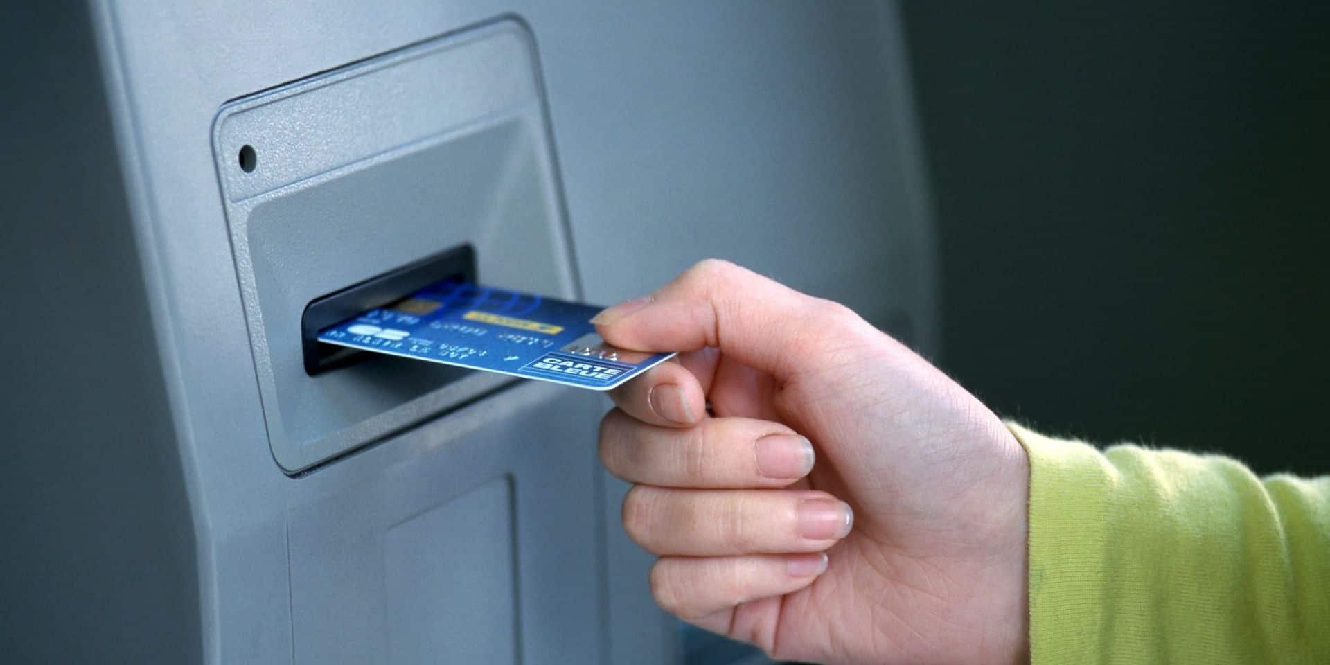 Flobecq: sa carte de banque volée, plusieurs retraits effectués