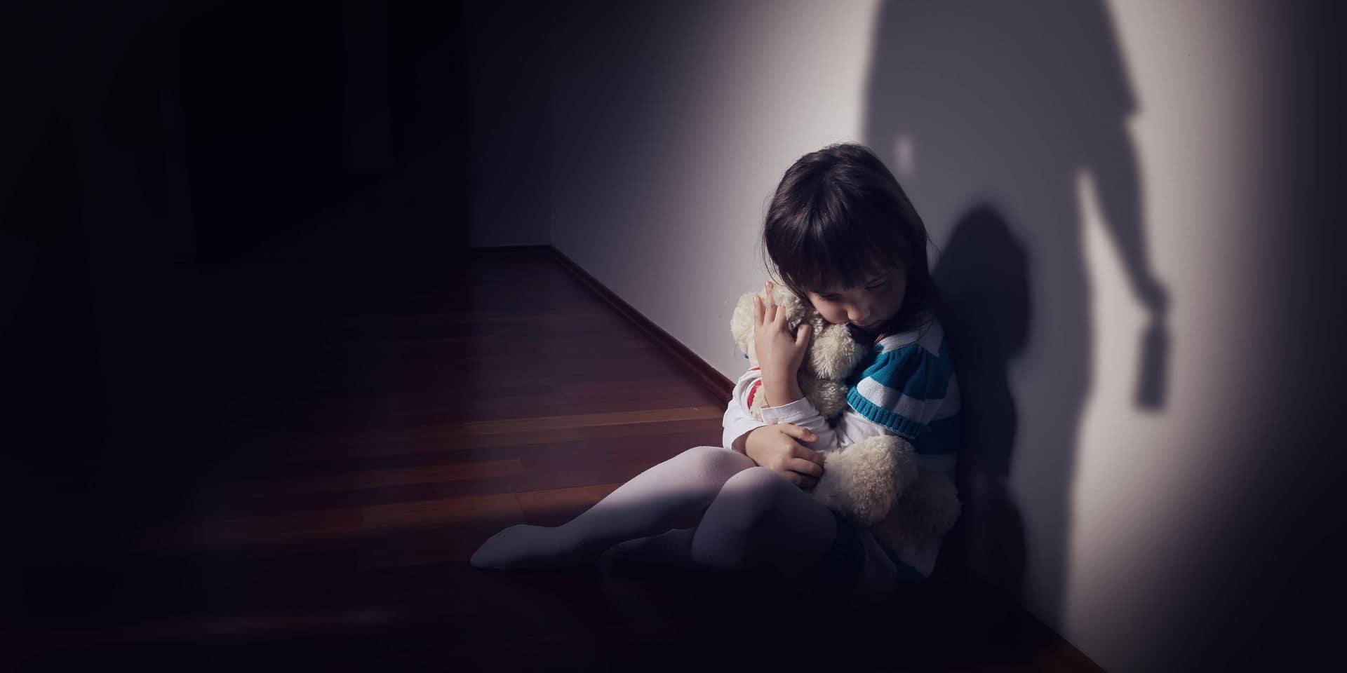 Anhée : une jeune fille de 15 ans a subi des abus sexuels de trois membres de sa famille