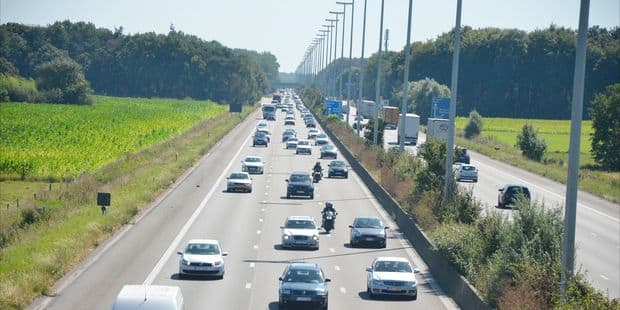 Décès d'un migrant dans un accident sur la E40 à Mannekensvere - La DH