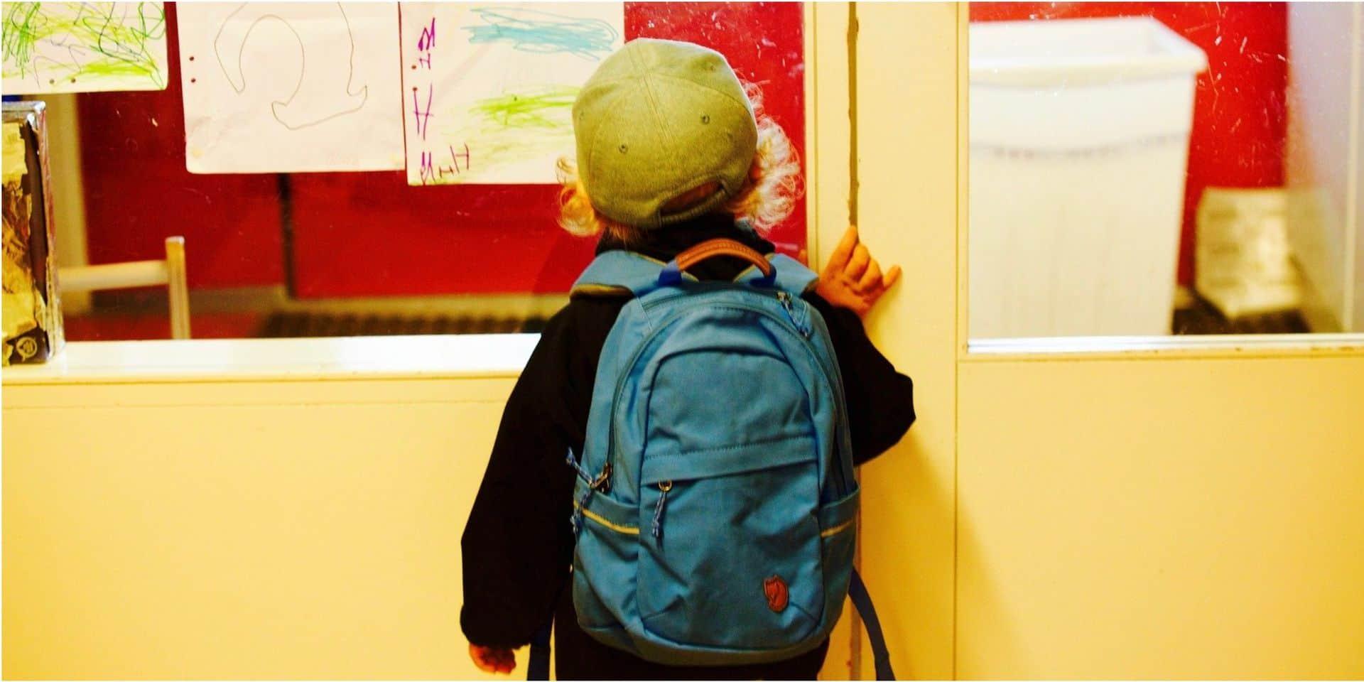 Cartables trop lourds, enfants trop sédentaires : la combinaison qui fait mal (au dos)