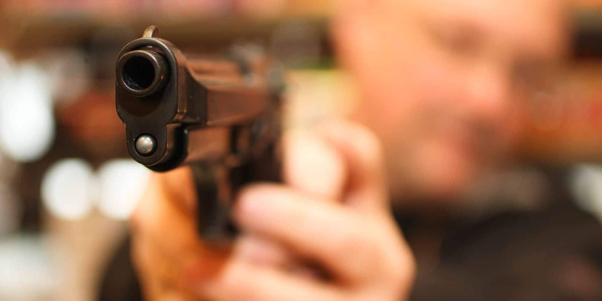 Flémalle : le braqueur oublie son arme !