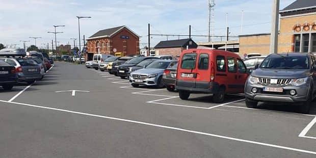 Un nouveau marquage sur le parking de la gare de Jurbise