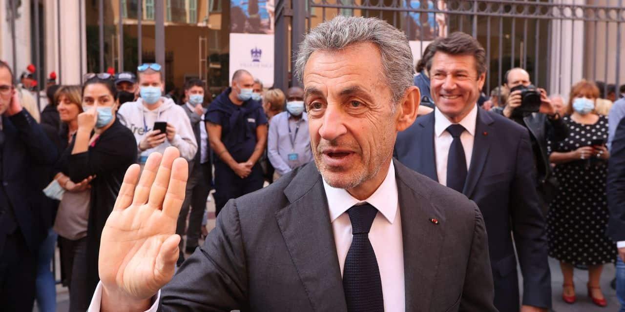 Forcé à témoigner à un procès, l'ancien président Sarkozy joue l'apaisement