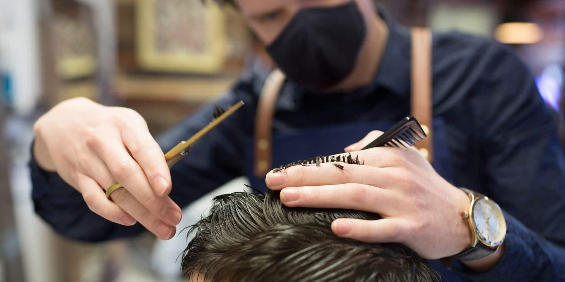 """Les coiffeurs heureux de reprendre du service, mais... """"Je n'ai plus d'attentes particulières, on verra"""""""