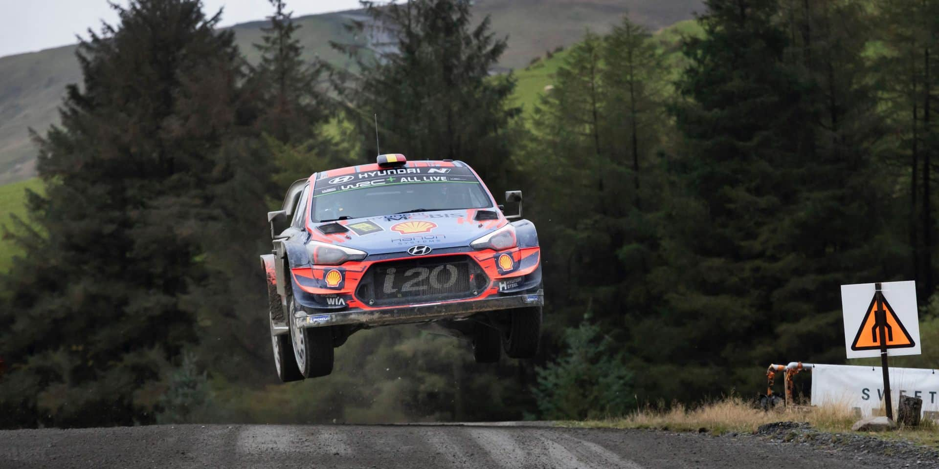 WRC Wales ES14-15-16: Deux scratches pour Neuville qui repasse 2e à 10 secondes de Tanak