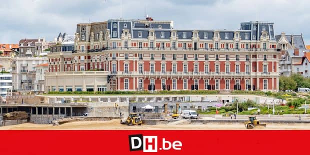 21 June 2019, France (France), Biarritz: The Hotel du Palais (M) on the beach of Biarritz. The upcoming G7 summit will take place here from 24.08.2019 - 26.08.2019 and will be hosted by France. The building will be extensively renovated in the run-up to the summit. Photo: Frank Rumpenhorst/dpa Reporters / DPA