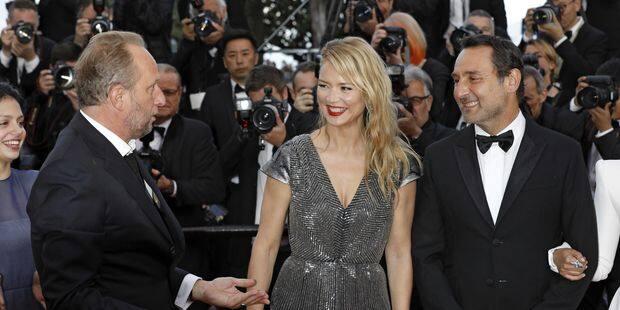 """Benoît Poelvoorde et Gilles Lellouche hilarants dans l'émission """"C à vous"""" - La DH"""