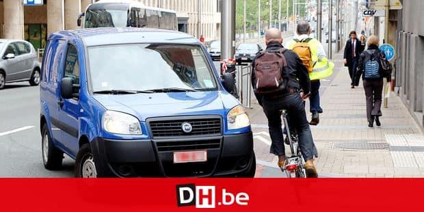 Bruxelles: cycliste rue de la Loi. Vélo