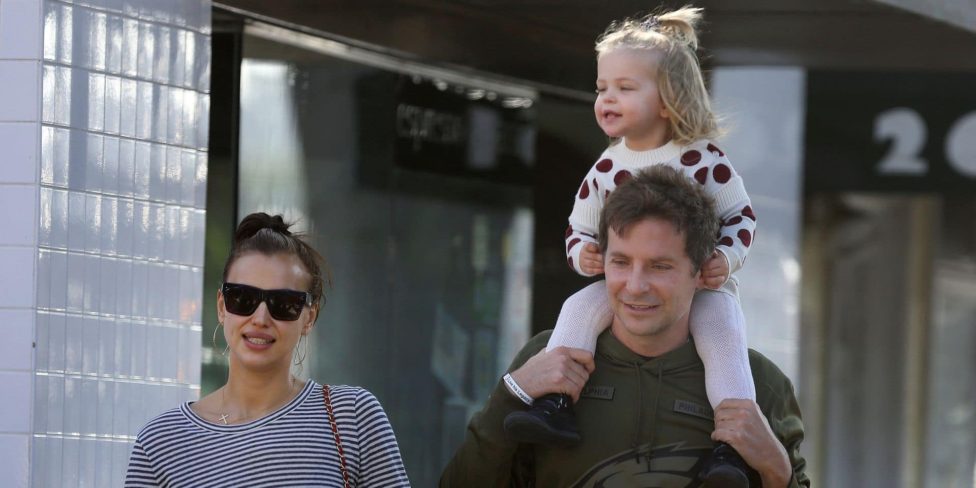Rare sortie en famille pour Bradley Cooper, Irina Shayk et leur petite fille