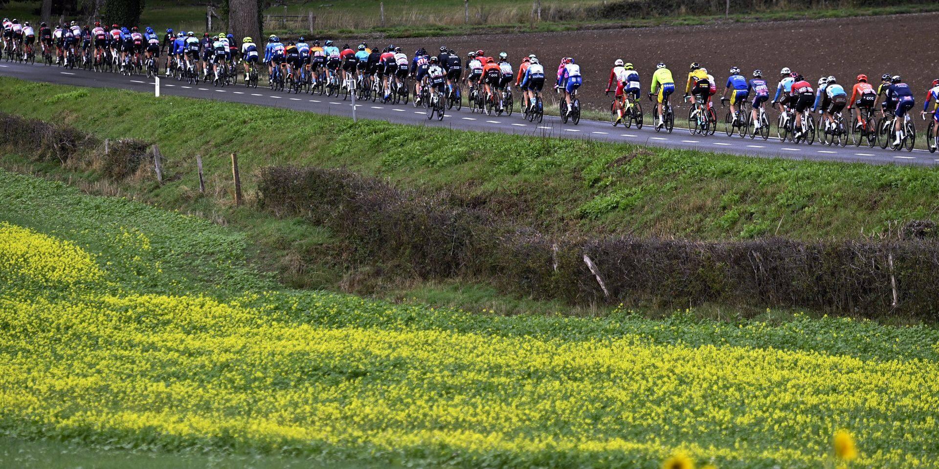 """""""Un pitoyable contre-exemple écologique"""" : leur combat pour stopper la """"pollution des bidons"""" lors des courses cyclistes"""