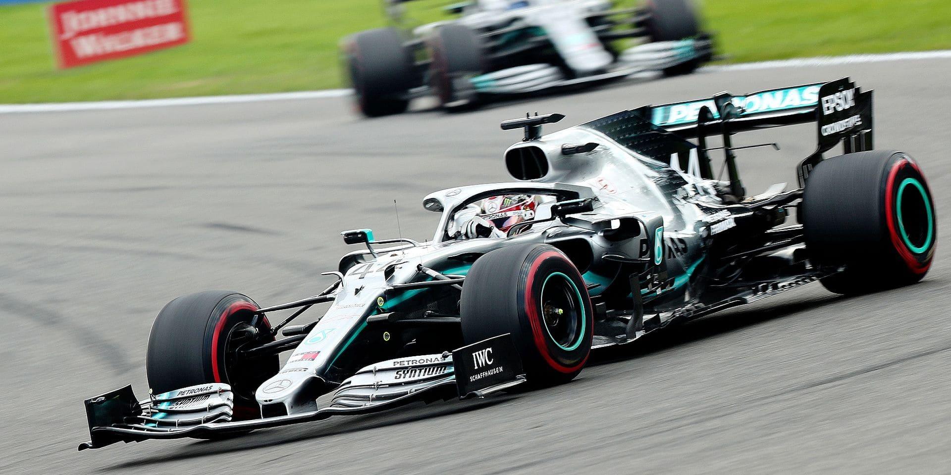 Mercedes redescend sur terre