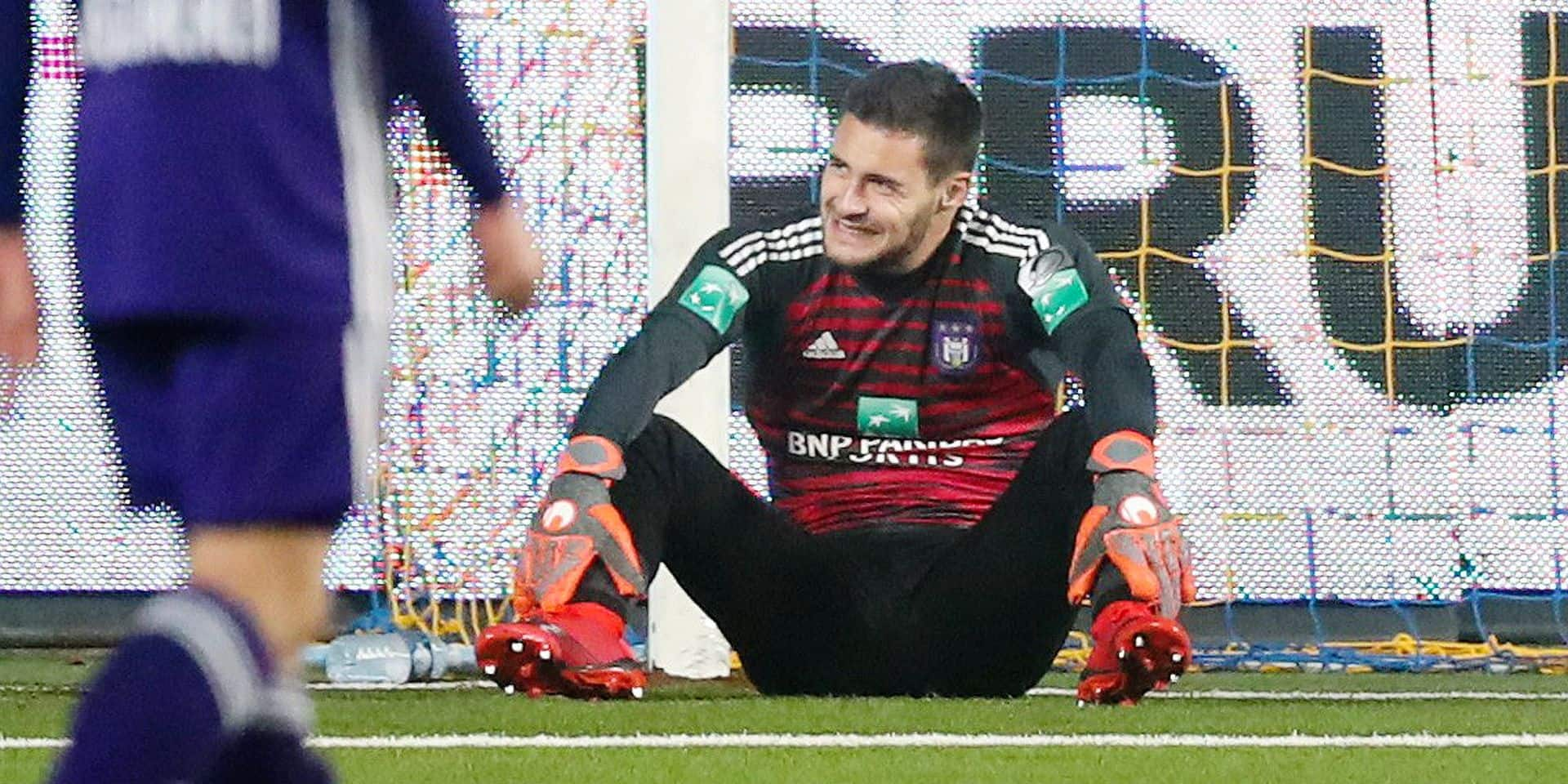 Anderlecht's goalkeeper Thomas Didillon looks dejected during the soccer match between Sint-Truidense VV and RSC Anderlecht, Sunday 25 November 2018 in Sint-Truiden, on the 16th day of the 'Jupiler Pro League' Belgian soccer championship season 2018-2019. BELGA PHOTO VIRGINIE LEFOUR