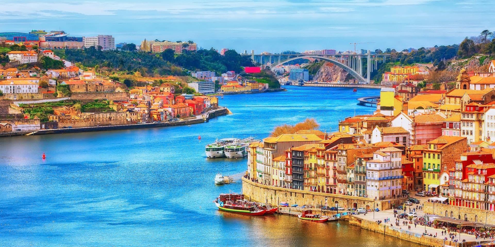 Coronavirus dans le monde: le Portugal autorise les voyages touristiques pour la plupart des pays européens, 20 millions de vaccinés en France