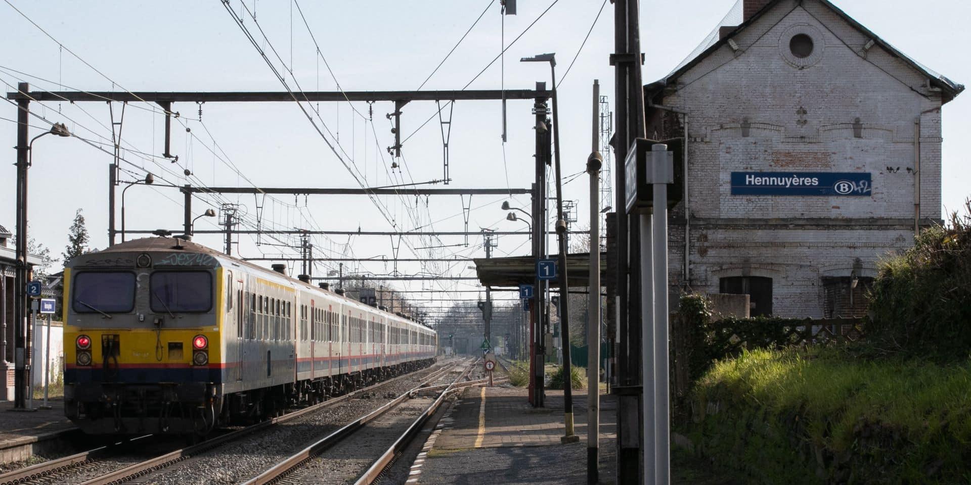 Bpost installe un distributeur de colis à la gare d'Hennuyères
