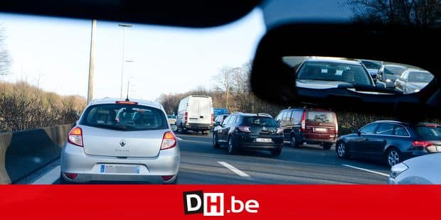 20140309 - AALTER, BELGIUM: Illustration picture shows the traffic jam at the E40 highway, from the Belgian coast in the direction of Brussels, in Aalter, on Sunday 09 March 2014. This weekend was the first sunny weekend of the year. BELGA PHOTO LAURIE DIEFFEMBACQ