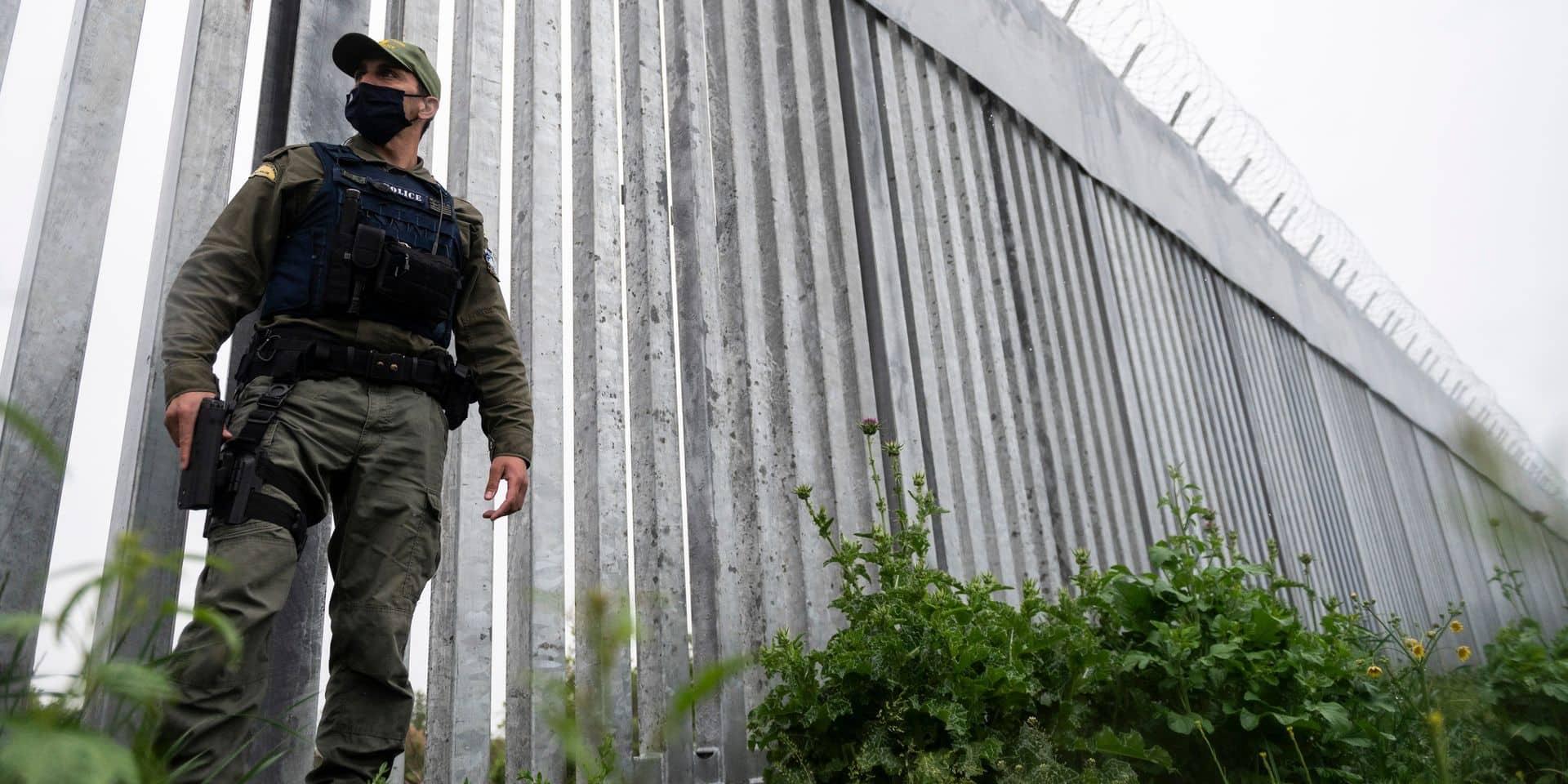 """Un """"canon sonore"""" pour repousser les migrants aux frontières européennes: le test qui crée la polémique"""