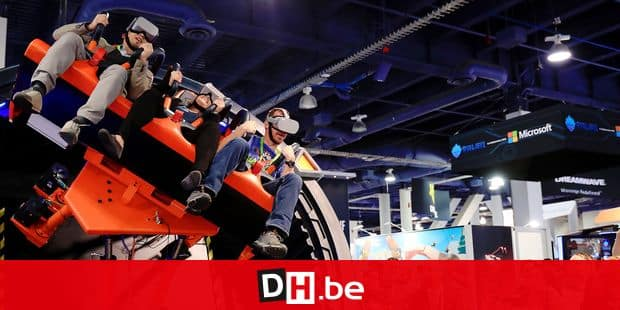 (190110) -- LAS VEGAS, Jan. 10, 2019 () -- Visitors experience a VR game during the Consumer Electronics Show (CES) in Las Vegas, the United States, Jan. 9, 2019. The annual CES kicked off Tuesday in Las Vegas. (/Li Ying) Reporters / Photoshot