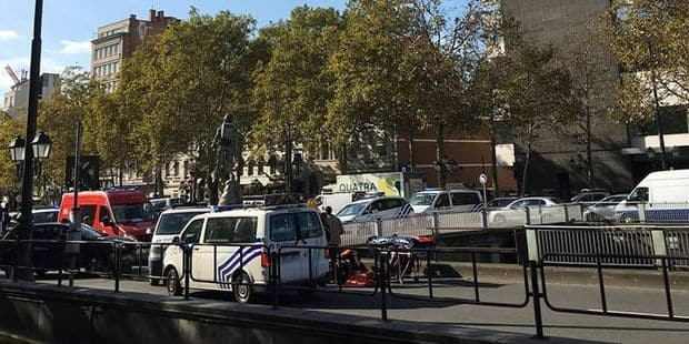 Ixelles : Un motard percuté par une voiture avenue de la Toison d'Or - La DH