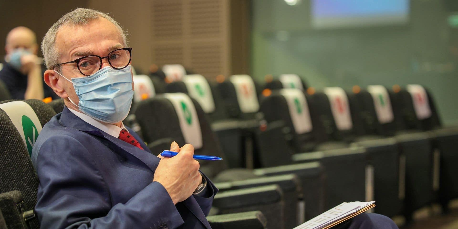 """Un déconfinement plus rapide pour les vaccinés? Frank Vandenbroucke nuance : """"La personne vaccinée ne pourra pas aller plus vite au café"""""""