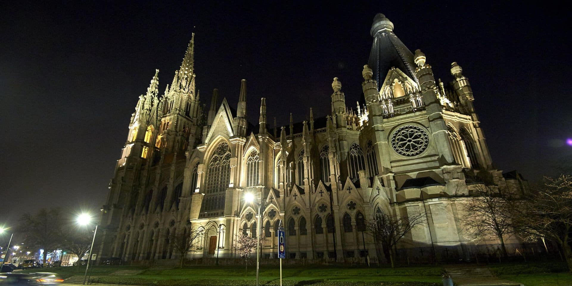 Un million d'euros pour illuminer l'église Notre-Dame de Laeken (PHOTOS)